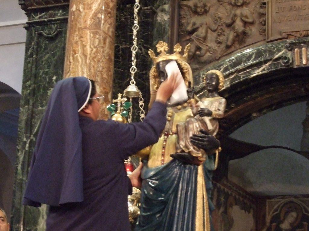 Pulizia della Madonna di Oropa