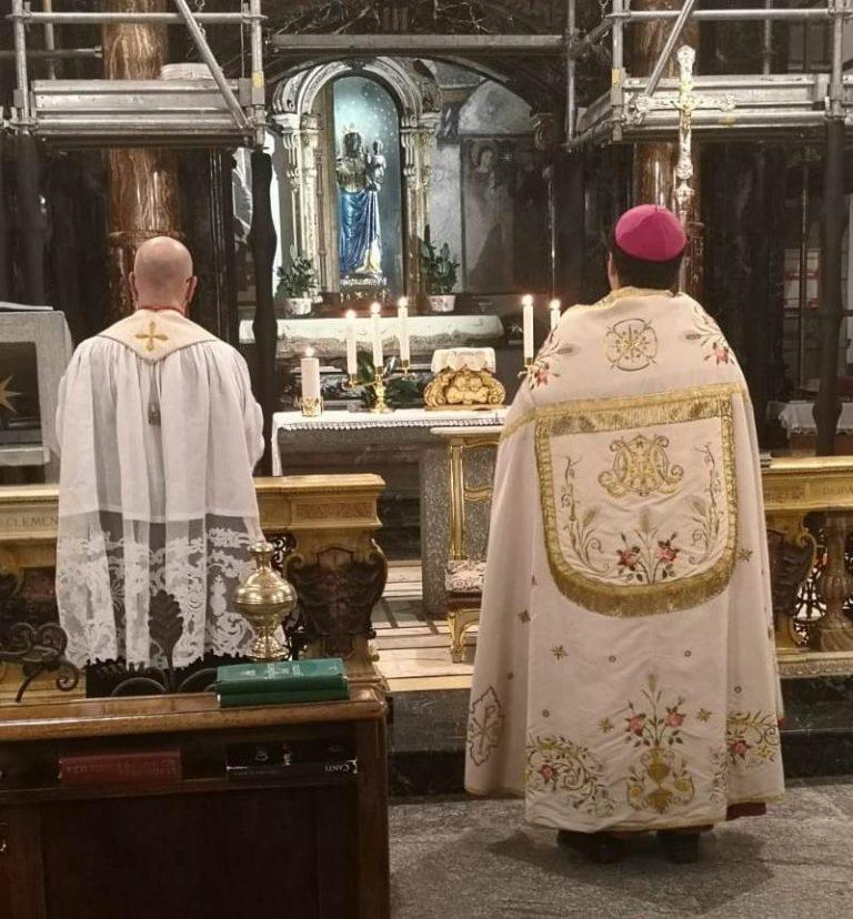 Vescovo e Rettore Oropa